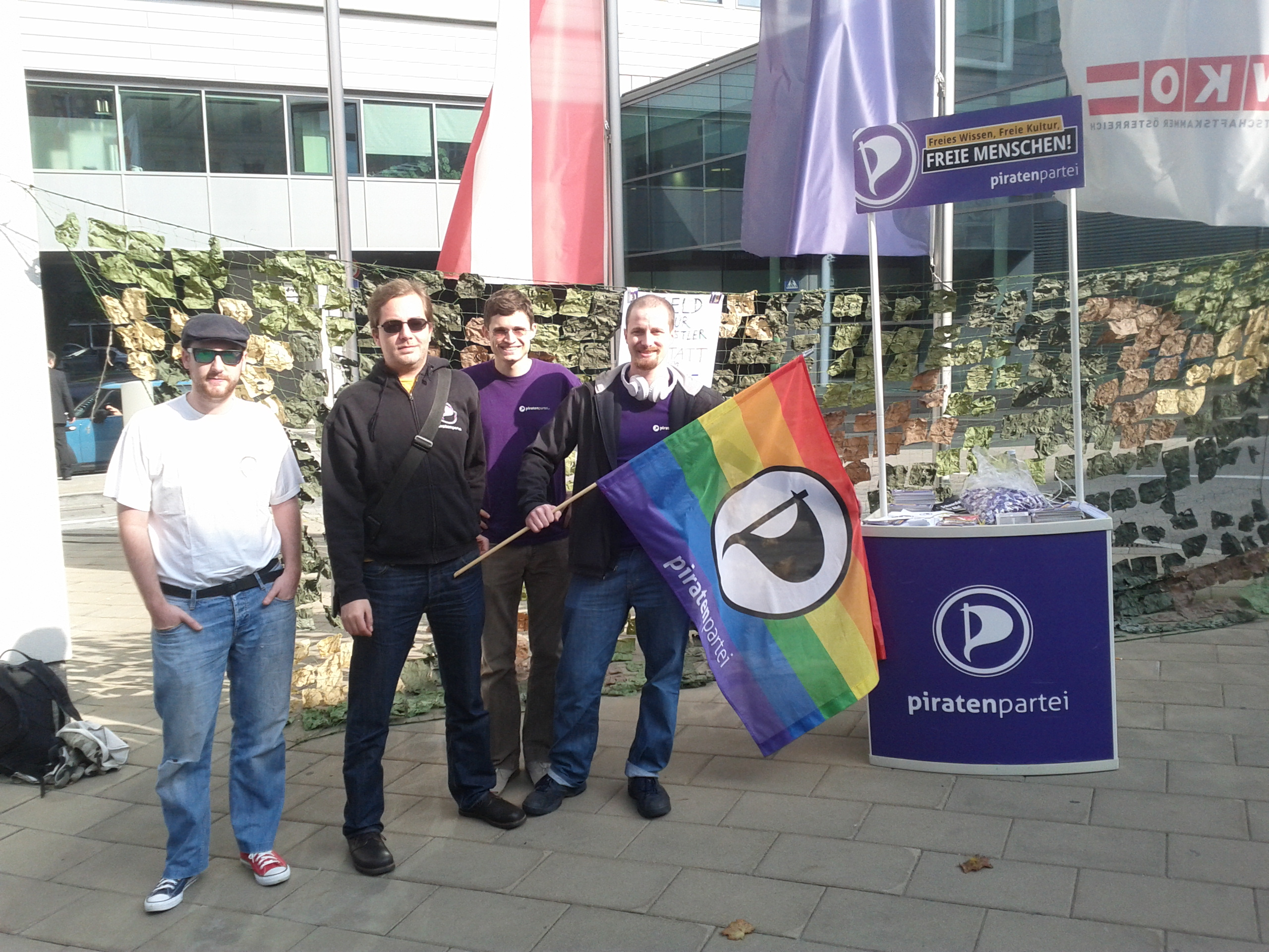 Aktivisten der Piratenpartei organisierten die Demonstration (Bildquelle: Horst JENS)